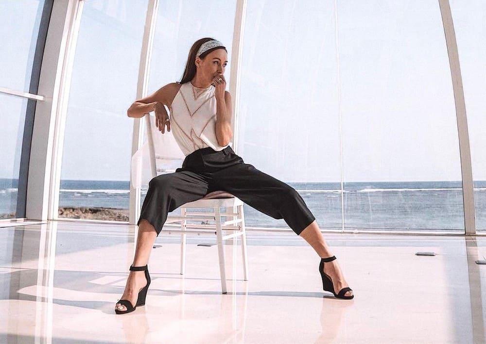 Model wearing Tove & Libra