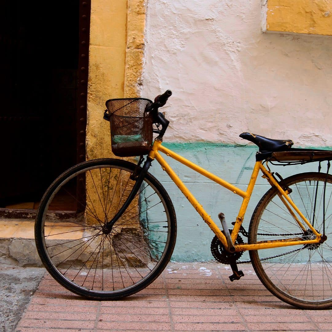 Yellow bike in front of a wall