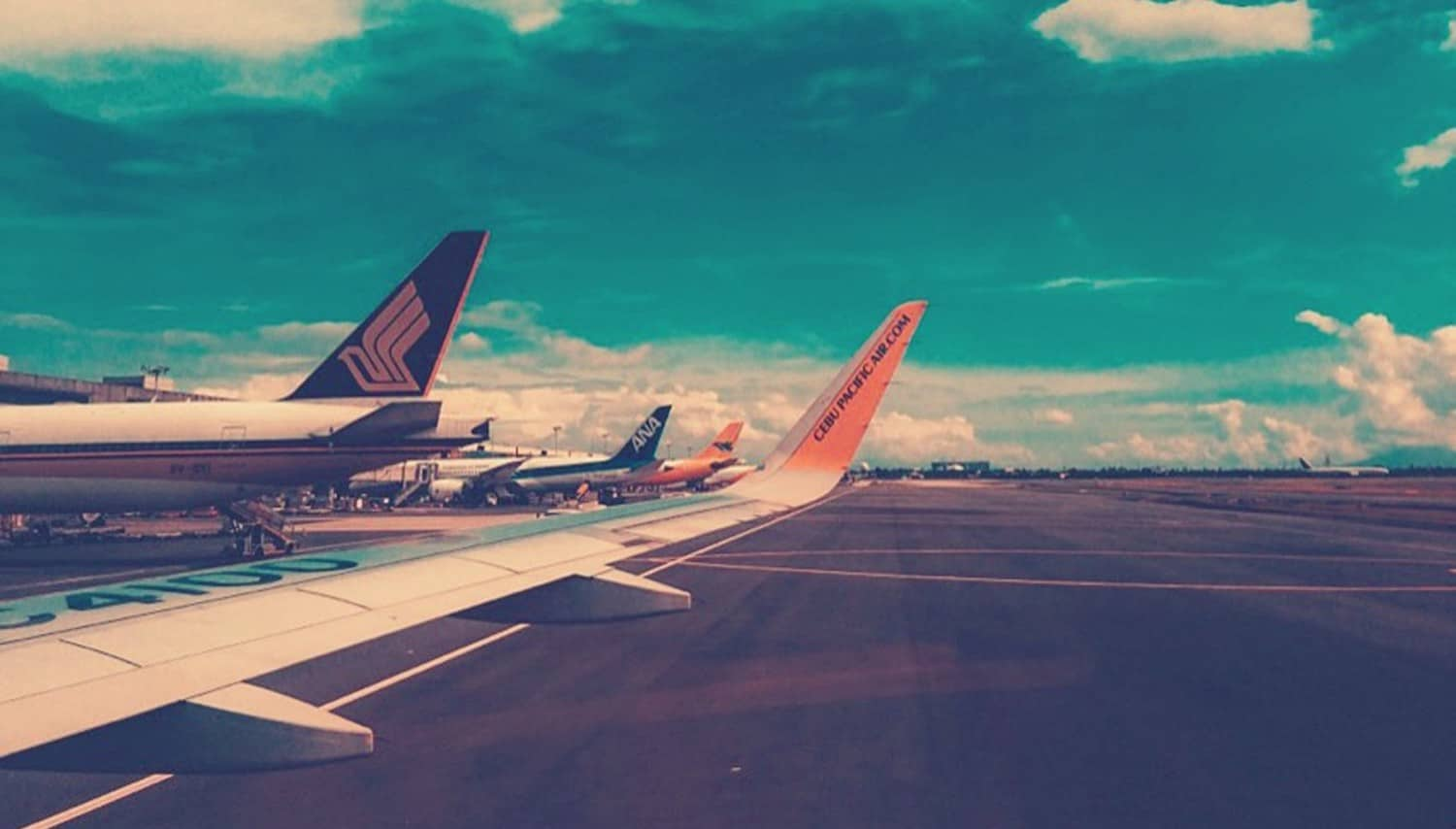 Aeroplanes on tarmac